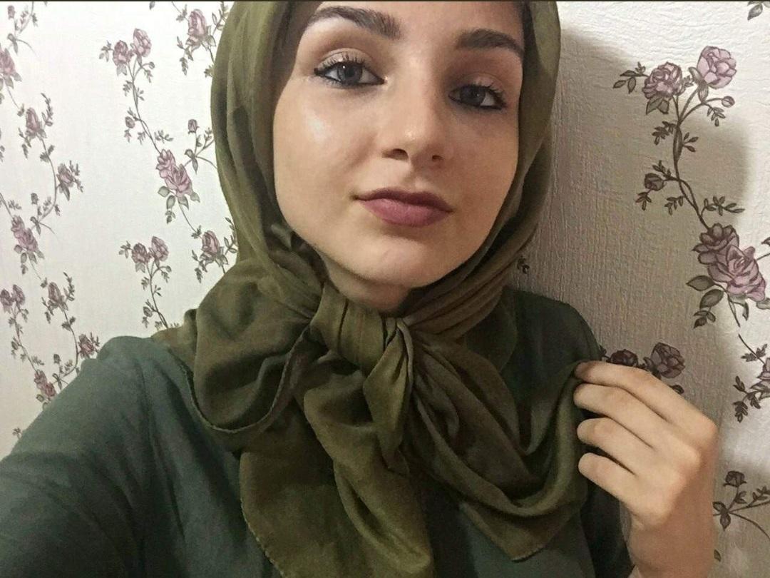 Türbanlı Türk Kızı